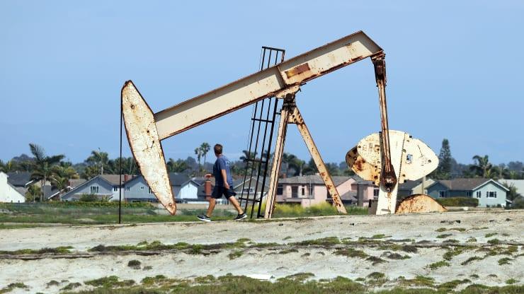 Giá xăng dầu hôm nay 5/9: Dầu tiếp tục giảm do nhu cầu phục hồi chậm - Ảnh 1.