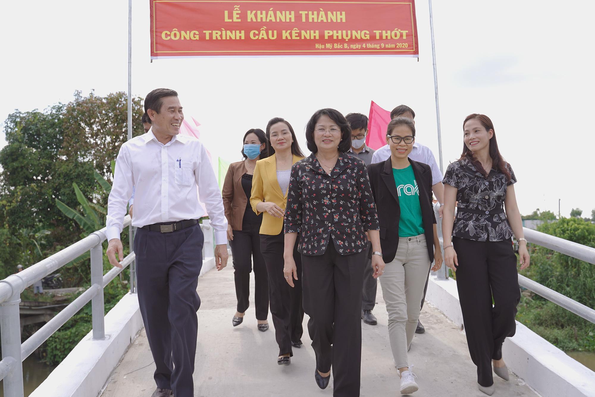 Grab khánh thành, bàn giao công trình cầu kênh Phụng Thớt trị giá hơn 1,1 tỉ đồng tại Tiền Giang