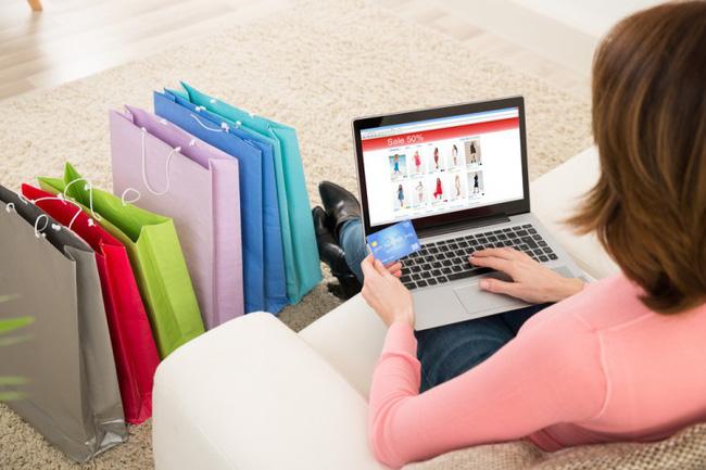 Xu hướng mua sắm trực tuyến và ăn tại nhà lên ngôi kể cả khi đại dịch qua đi. (Ảnh: shutterstock).