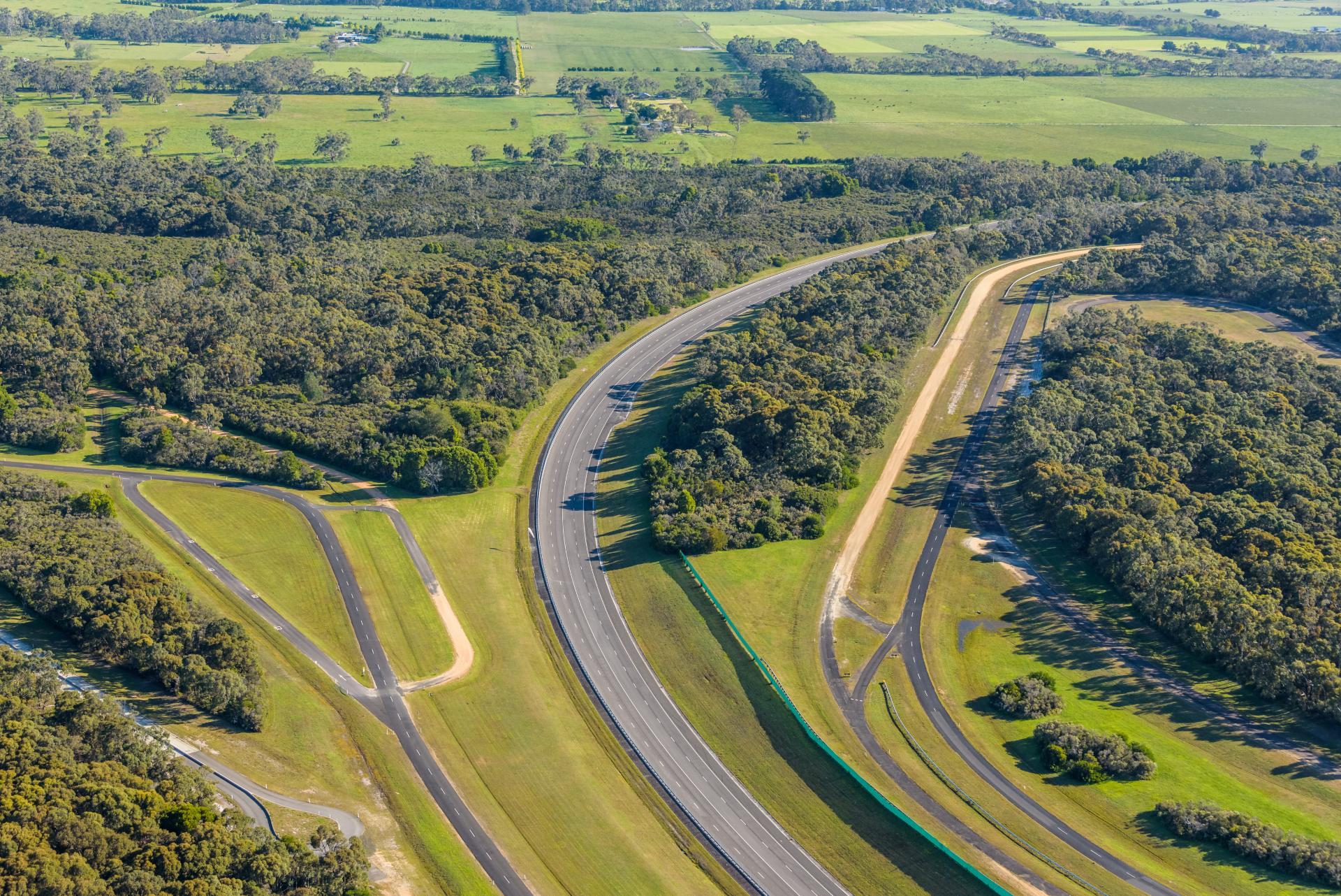 VinFast chính thức mua lại Trung tâm thử nghiệm xe rộng 872ha tại Australia - Ảnh 1.