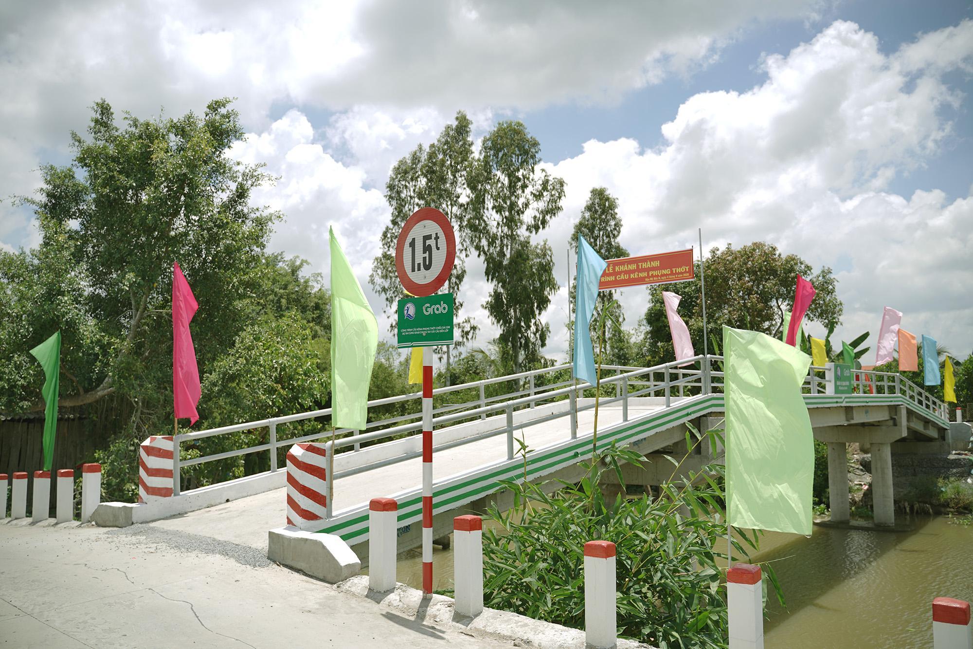 Cây cầu mới chắp bước niềm vui đến trường của trẻ em vùng sâu Tiền Giang - Ảnh 2.