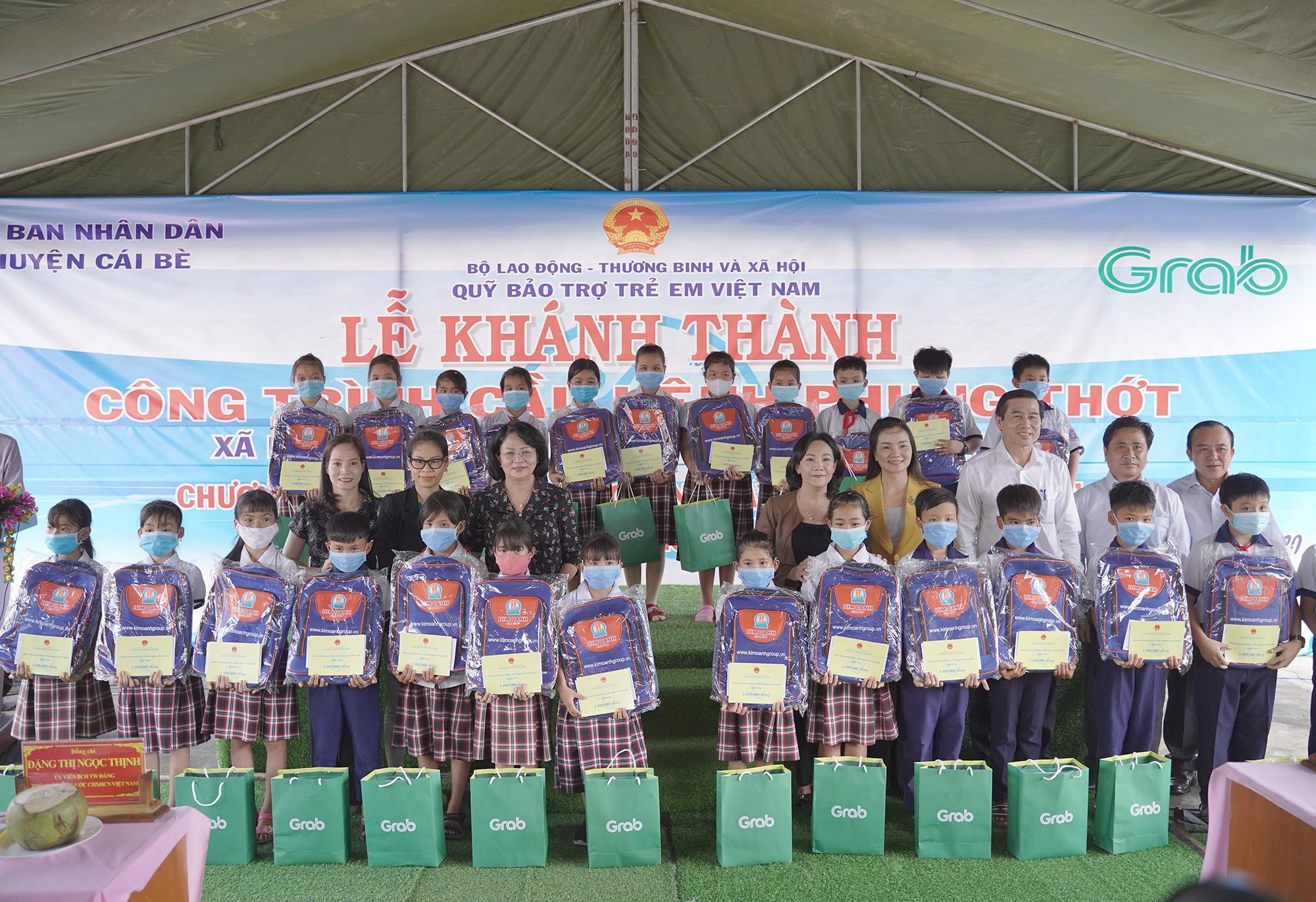 Cây cầu mới chắp bước niềm vui đến trường của trẻ em vùng sâu Tiền Giang - Ảnh 3.