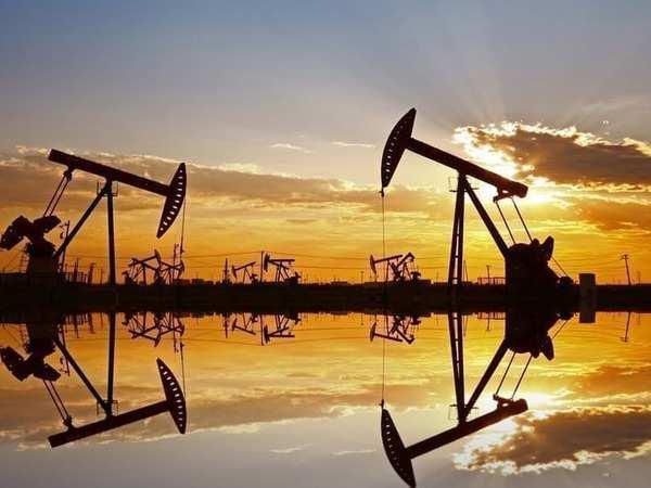 Giá xăng dầu hôm nay 1/1: Dầu giảm 20% trong năm 2020 - Ảnh 1.