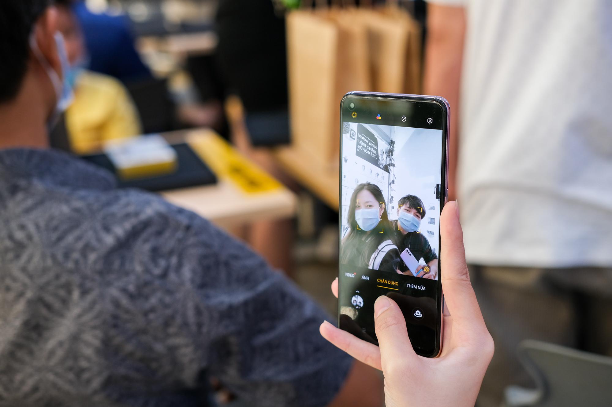 OPPO Reno5 áp đảo lượng đặt hàng nhiều chuỗi bán lẻ, tăng tốc thị trường điện thoại chụp Tết - Ảnh 4.