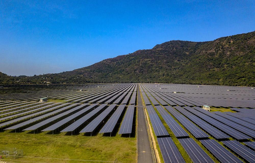 Nhà máy điện mặt trời Sao Mai - An Giang trị giá hơn 6.000 tỷ đồng hoàn thành - Ảnh 1.