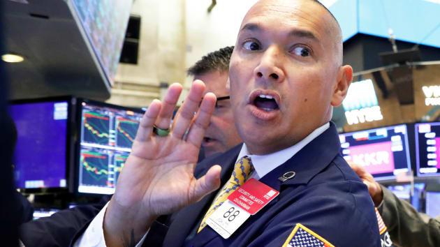Chứng khoán Mỹ tăng nhẹ, cổ phiếu ngân hàng khởi sắc - Ảnh 1.