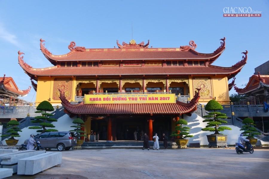 Đi chùa ngày đầu năm, cầu bình an tại những địa điểm tâm linh nổi tiếng ở Hà Nội và TP HCM  - Ảnh 10.