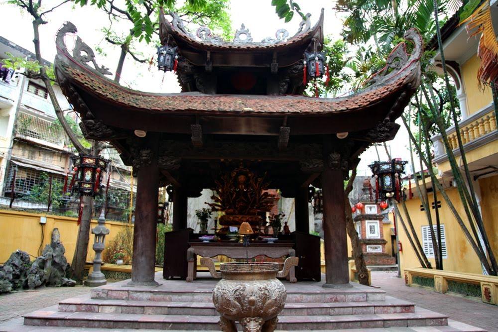 Đi chùa ngày đầu năm, cầu bình an tại những địa điểm tâm linh nổi tiếng ở Hà Nội và TP HCM  - Ảnh 3.