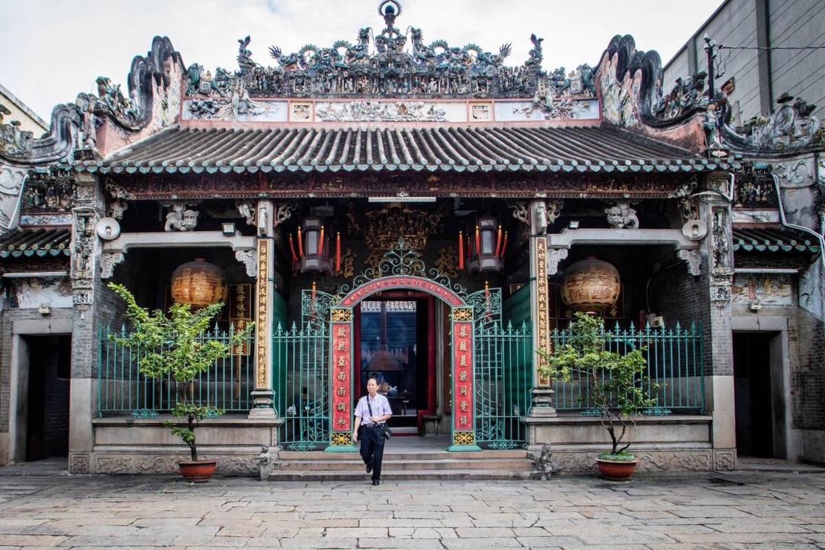 Đi chùa ngày đầu năm, cầu bình an tại những địa điểm tâm linh nổi tiếng ở Hà Nội và TP HCM  - Ảnh 7.