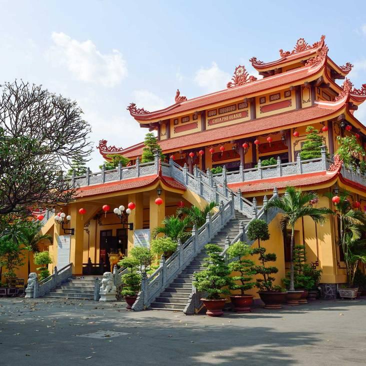 Đi chùa ngày đầu năm, cầu bình an tại những địa điểm tâm linh nổi tiếng ở Hà Nội và TP HCM  - Ảnh 9.