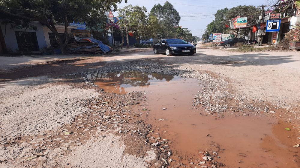 Nhiều tuyến đường tỉnh, quốc lộ tại Bắc Giang xuống cấp nghiêm trọng - Ảnh 1.
