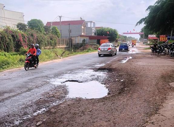 Nhiều tuyến đường tỉnh, quốc lộ tại Bắc Giang xuống cấp nghiêm trọng - Ảnh 2.