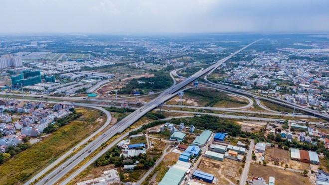 Cao tốc Phan Thiết - Dầu Giây: Công tác GPMB đạt 97%, cần di dời hạ tầng kỹ thuật xong trong quý I/2021 - Ảnh 1.