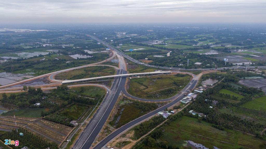 Lưu thông 1 chiều tuyến Trung Lương - Mỹ Thuận 10 ngày dịp Tết, ô tô dưới 16 chỗ chạy không quá 40 km/h - Ảnh 1.