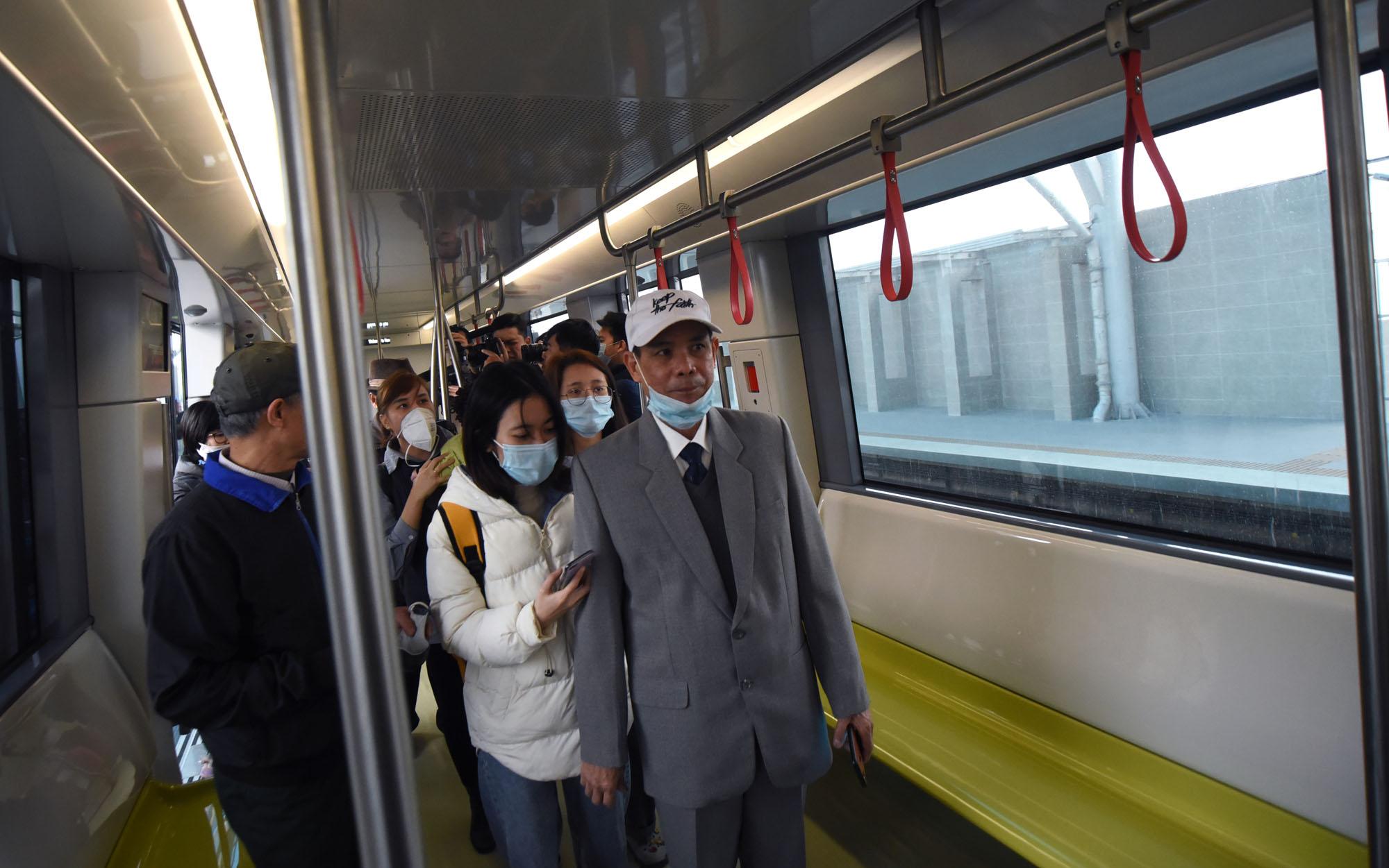 Cận cảnh đoàn tàu của tuyến đường sắt Nhổn - ga Hà Nội - Ảnh 12.
