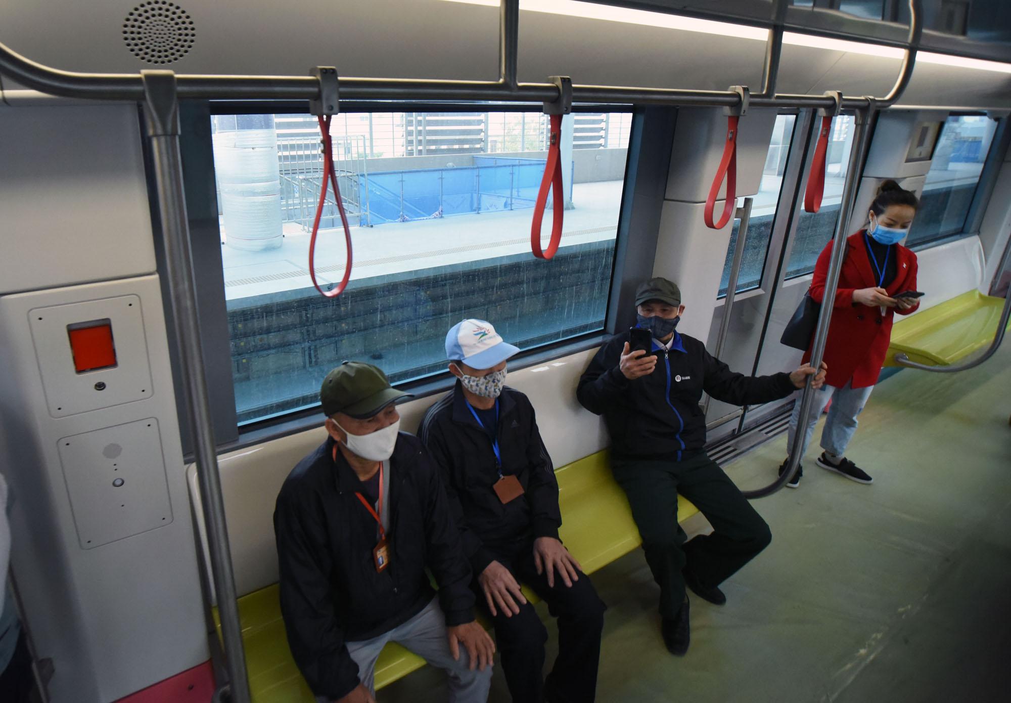 Cận cảnh đoàn tàu của tuyến đường sắt Nhổn - ga Hà Nội - Ảnh 6.