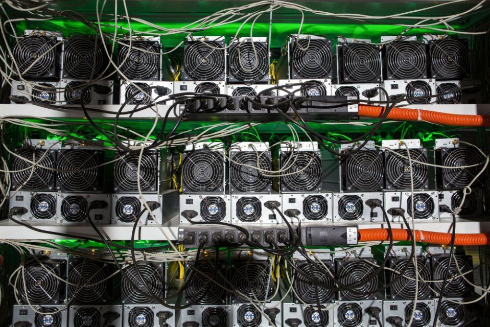 Bitcoin vượt ngưỡng 34.000 USD, chuyên gia dự báo sẽ sớm lên 50.000 USD - Ảnh 1.