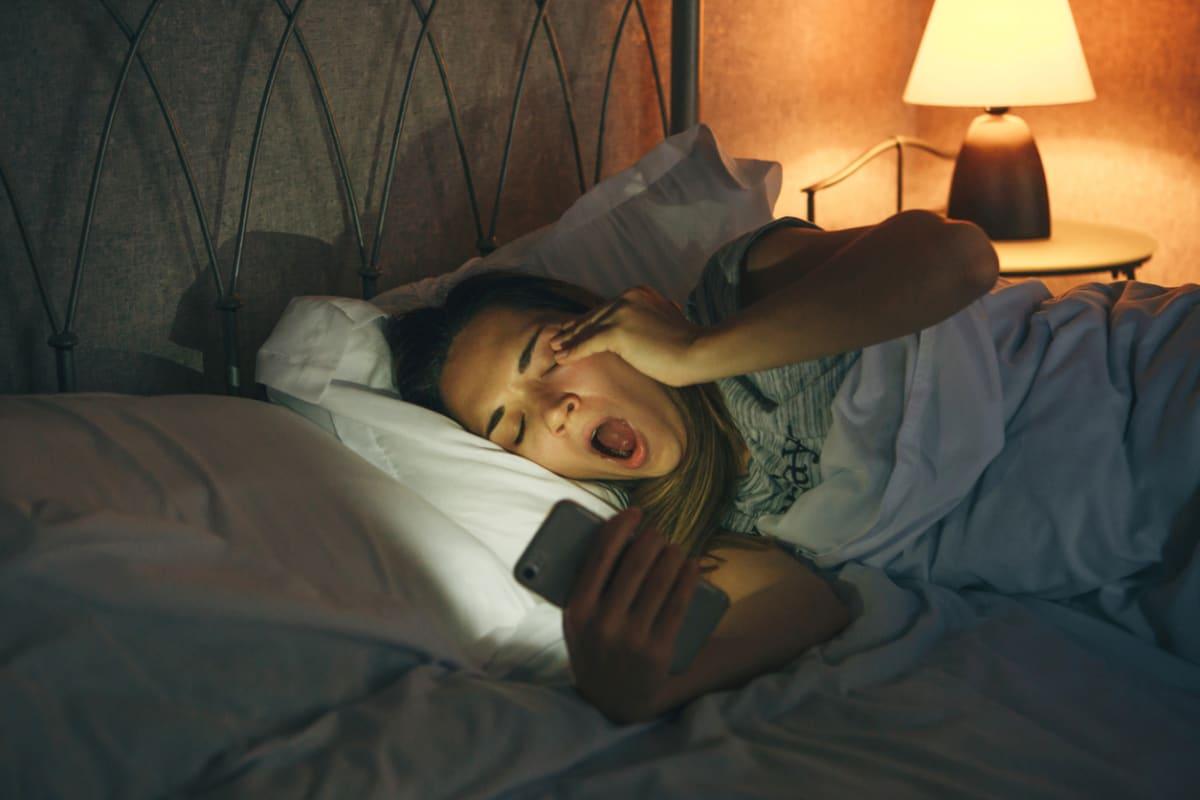 Tiếp xúc quá nhiều ánh sáng nhân tạo ảnh hưởng tiêu cực tới sức khỏe con người - Ảnh 1.
