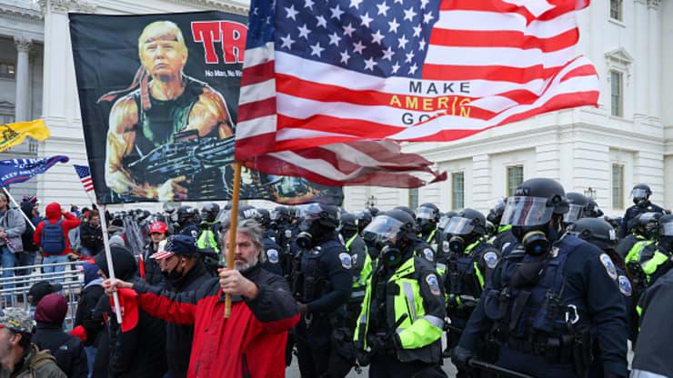 Loạt quan chức hàng đầu Nhà Trắng cân nhắc từ chức vì ông Trump kích động bạo loạn - Ảnh 1.