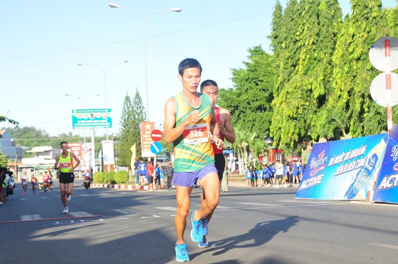 Gần 1500 vận động viên chinh phục đỉnh núi Bà Rá cùng Number 1 Active - Ảnh 3.