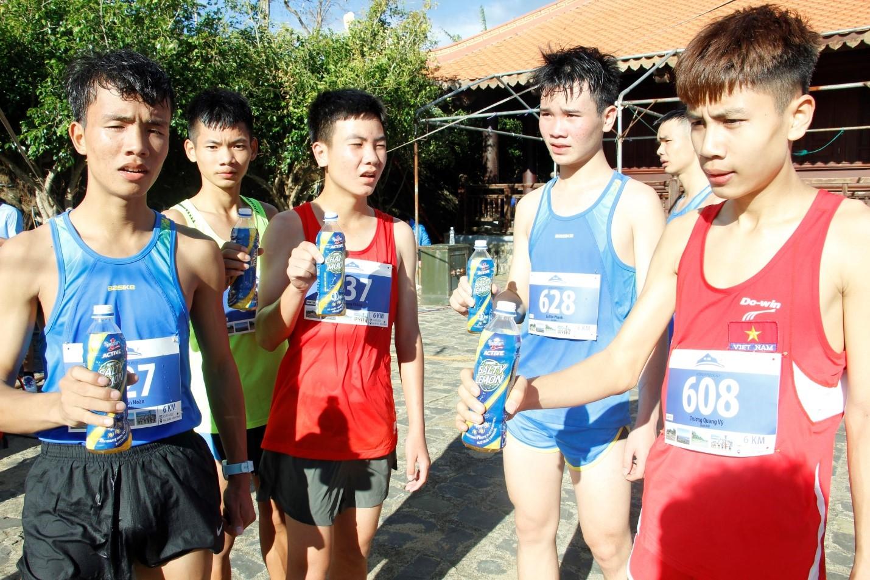 Gần 1500 vận động viên chinh phục đỉnh núi Bà Rá cùng Number 1 Active - Ảnh 5.