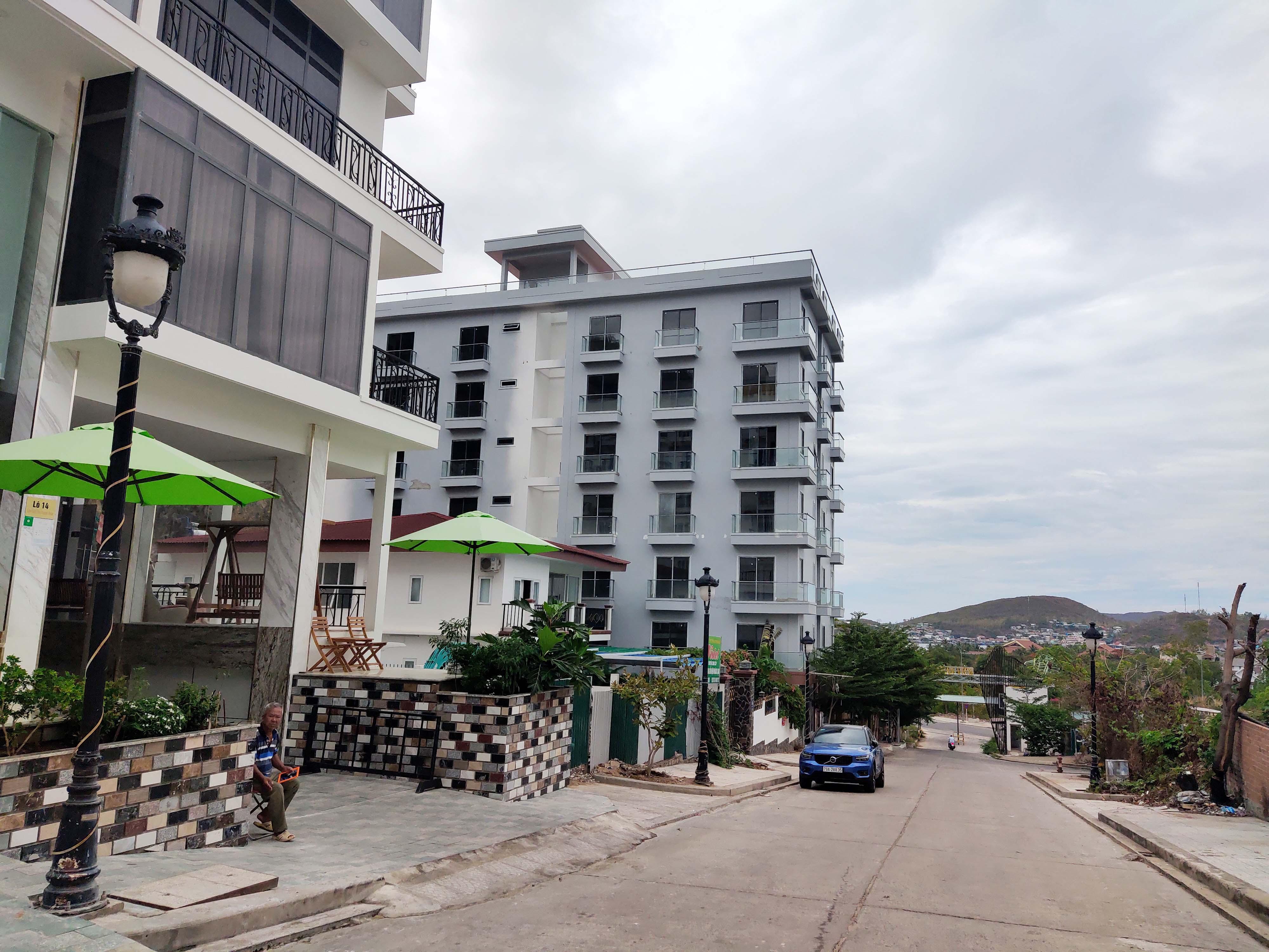 Tháo dỡ công trình sai phạm tại dự án Ocean View Nha Trang trong năm 2021 - Ảnh 2.