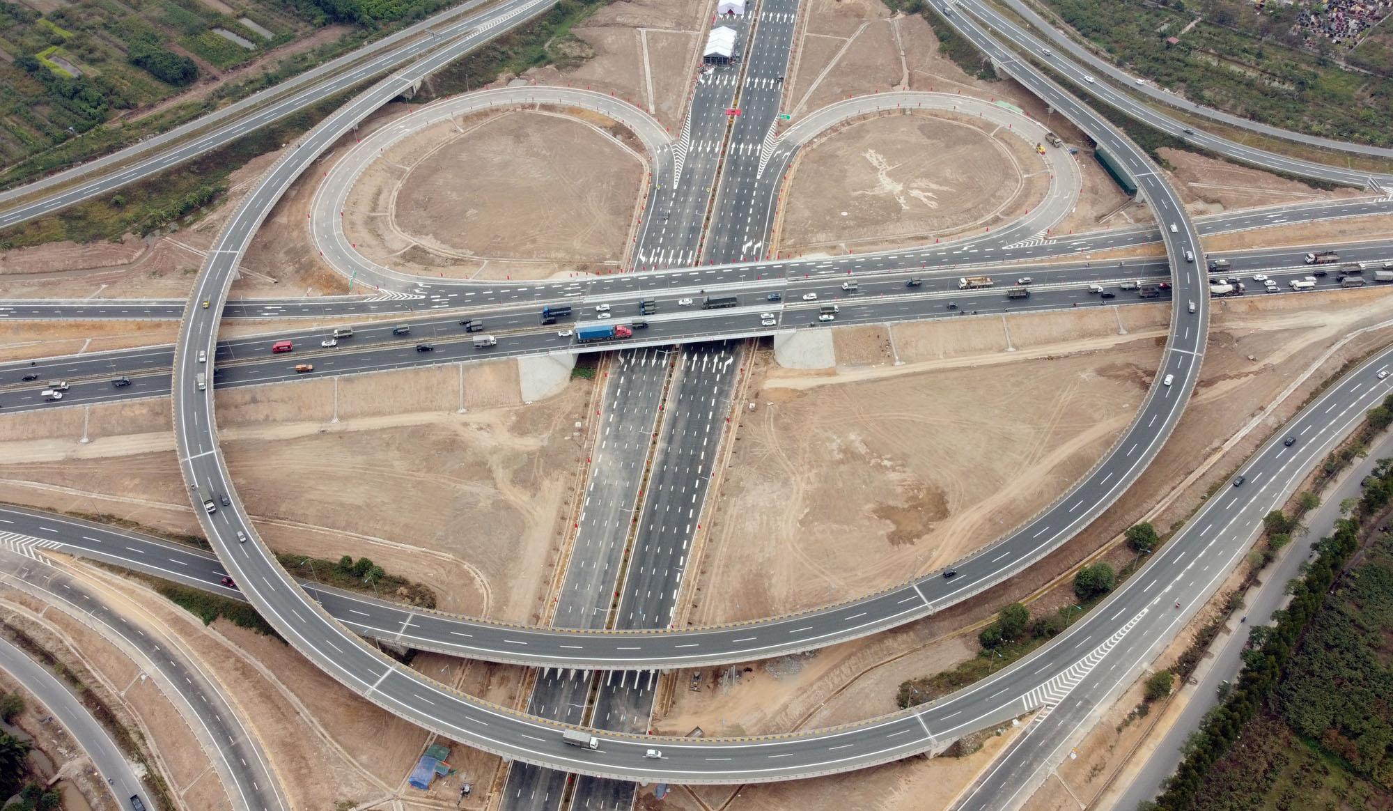 Cận cảnh nút giao đường Vành đai 3 với cao tốc Hà Nội - Hải Phòng trị giá 400 tỷ đồng - Ảnh 13.