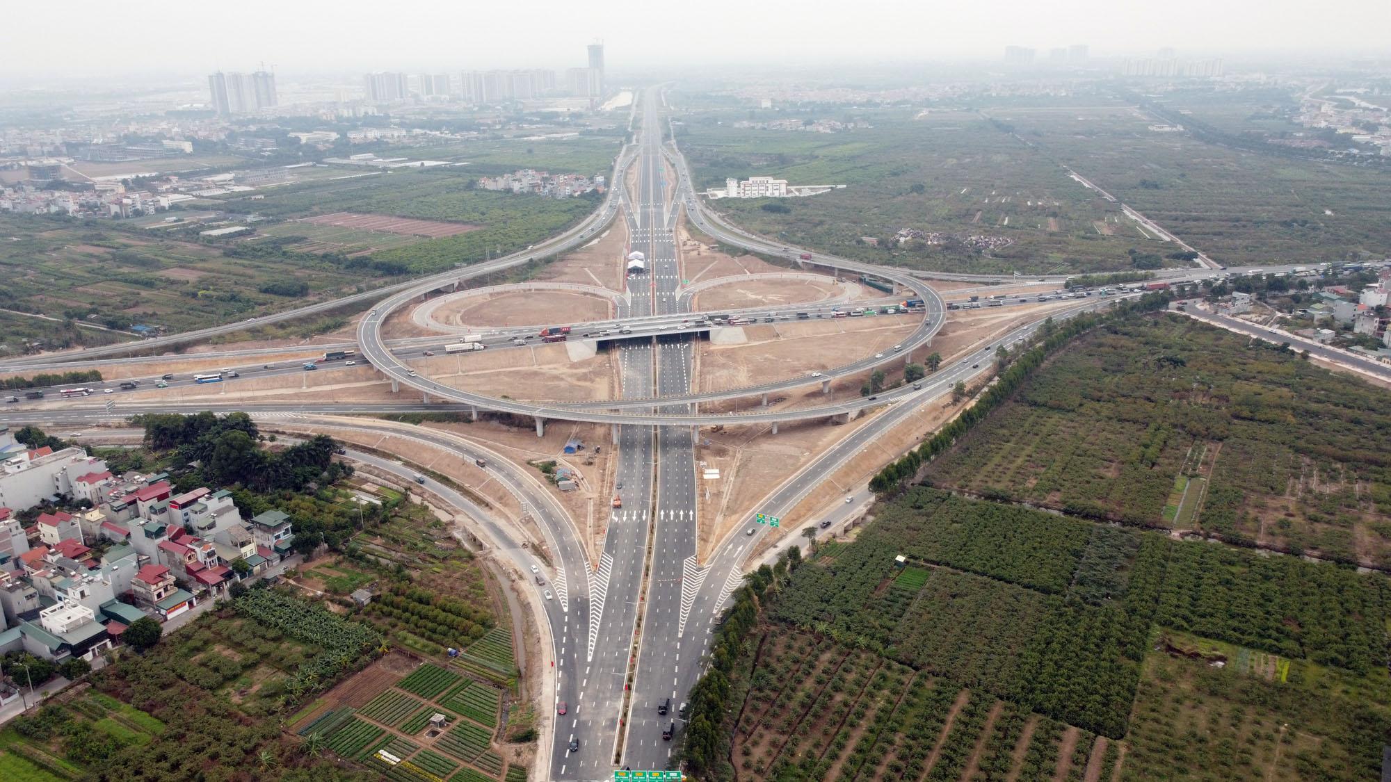 Cận cảnh nút giao đường Vành đai 3 với cao tốc Hà Nội - Hải Phòng trị giá 400 tỷ đồng - Ảnh 3.
