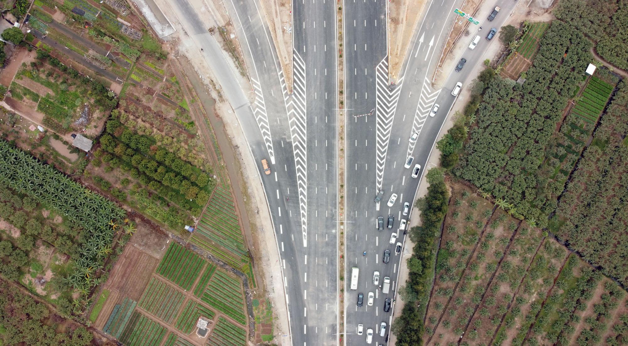 Cận cảnh nút giao đường Vành đai 3 với cao tốc Hà Nội - Hải Phòng trị giá 400 tỷ đồng - Ảnh 4.