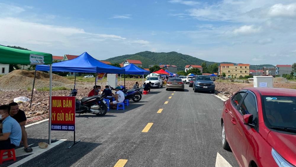 Bắc Giang: Đất sau đấu giá tăng kỷ lục, người 'ôm' ba lô đất, hàng loạt người bỏ cọc - Ảnh 1.