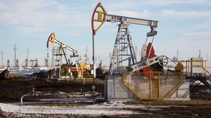 Giá xăng dầu hôm nay 2/10: Giá dầu tăng cao hơn 78 USD/thùng do nguồn cung thắt chặt - Ảnh 1.