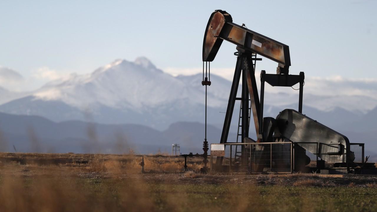 Giá xăng dầu hôm nay 12/2: Giá dầu giảm trở lại chấm dứt đà tăng kỷ lục  - Ảnh 1.