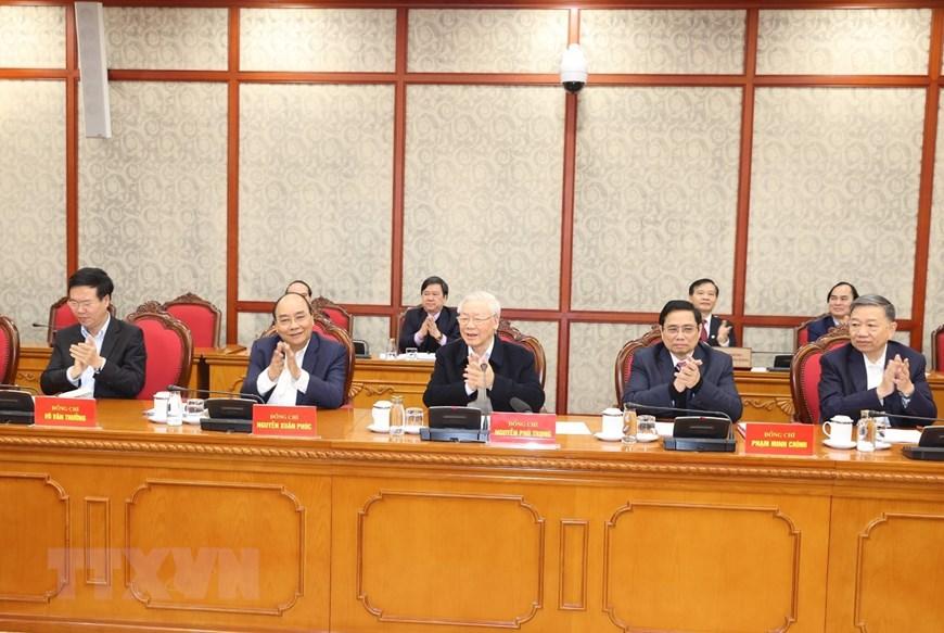 Bộ Chính trị đồng ý chủ trương mua vắc xin phòng COVID-19 - Ảnh 1.