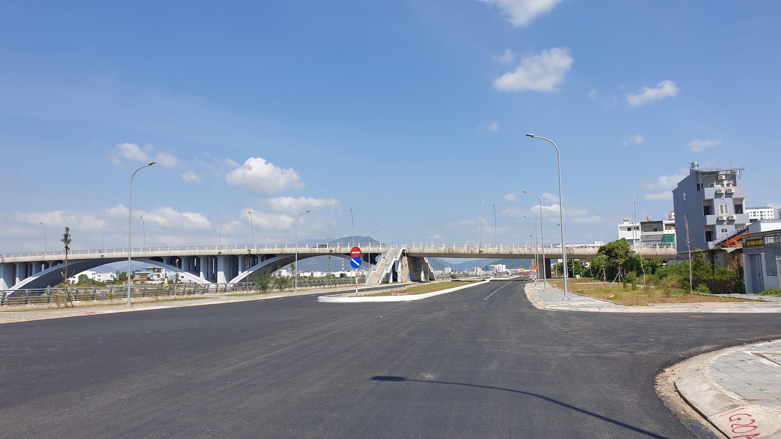 Khánh Hòa: Đẩy nhanh tiến độ thi công đường Đầm Môn và đưa vào khai thác đường Vành đai 2 - Ảnh 2.