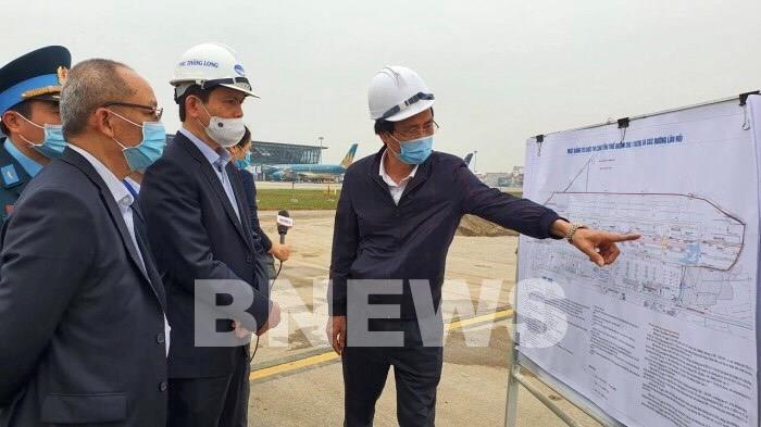 Đẩy nhanh tiến độ Dự án sửa đường băng, đường lăn sân bay Nội Bài - Ảnh 1.