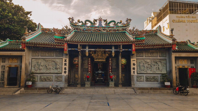 Đi chùa ngày vía Thần Tài: Gợi ý 5 địa điểm tâm linh nổi tiếng tại TP HCM  - Ảnh 2.