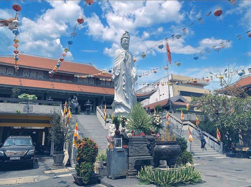 Đi chùa ngày vía Thần Tài: Gợi ý 5 địa điểm tâm linh nổi tiếng tại TP HCM  - Ảnh 3.