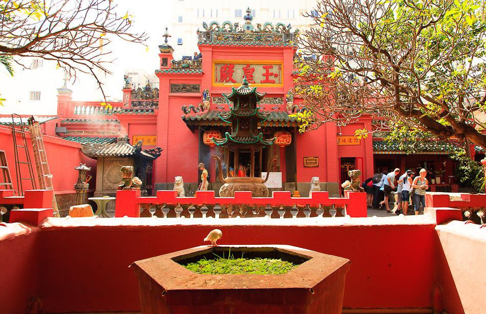 Đi chùa ngày vía Thần Tài: Gợi ý 5 địa điểm tâm linh nổi tiếng tại TP HCM  - Ảnh 1.