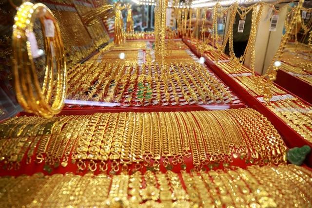Giá vàng hôm nay 20/2: SJC bật tăng 200.000 đồng/lượng trong phiên cuối tuần - Ảnh 1.