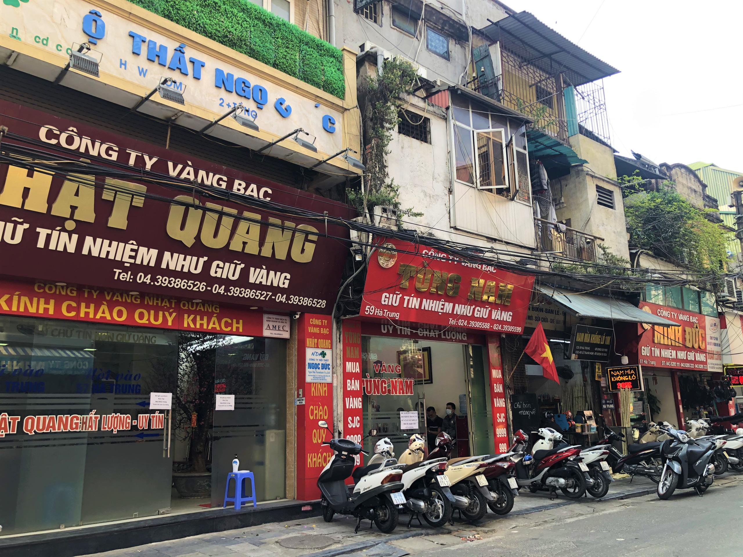 Giá đất tại những con phố bán vàng ở Hà Nội - Ảnh 2.
