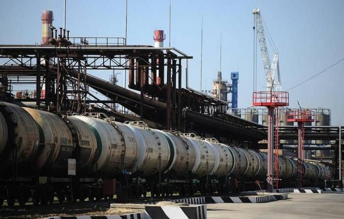 Giá xăng dầu hôm nay 26/2: Giá dầu đạt mức cao nhất trong năm - Ảnh 1.