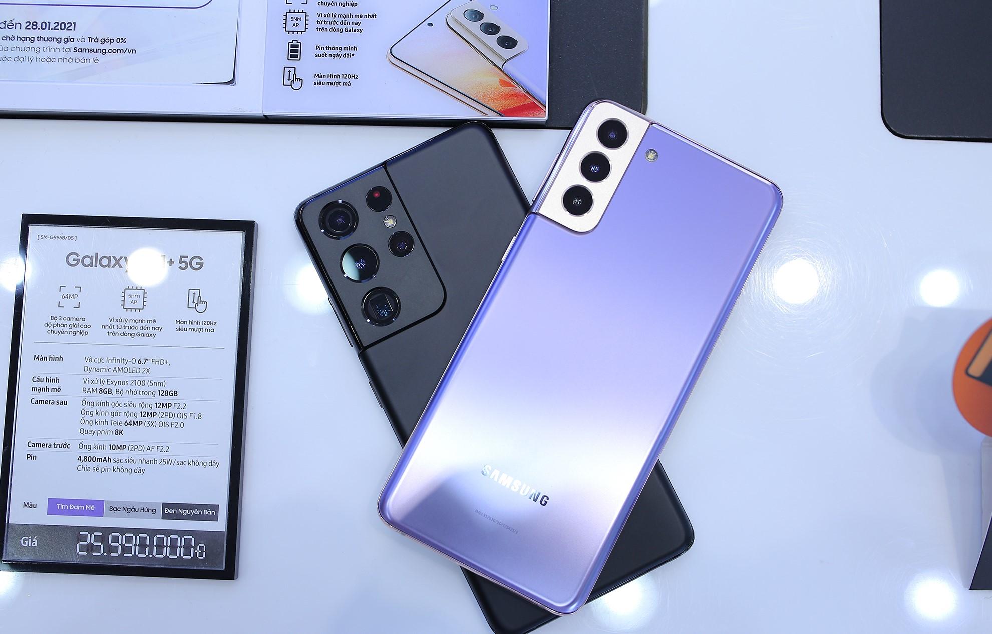 Khách hàng dùng thử miễn phí Galaxy S21 Series trước khi mua - Ảnh 1.