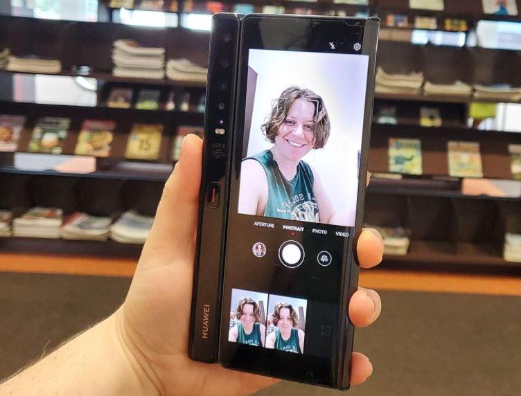 Chính thức ra mắt chiếc Huawei Mate Xs 5G có thể gập lại như một cuốn sách - Ảnh 4.