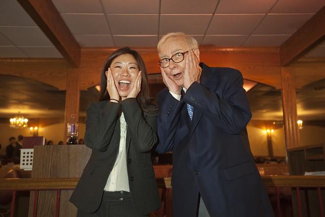 Warren Buffett bàng quan thế sự, nhà đầu tư thất vọng - Ảnh 1.