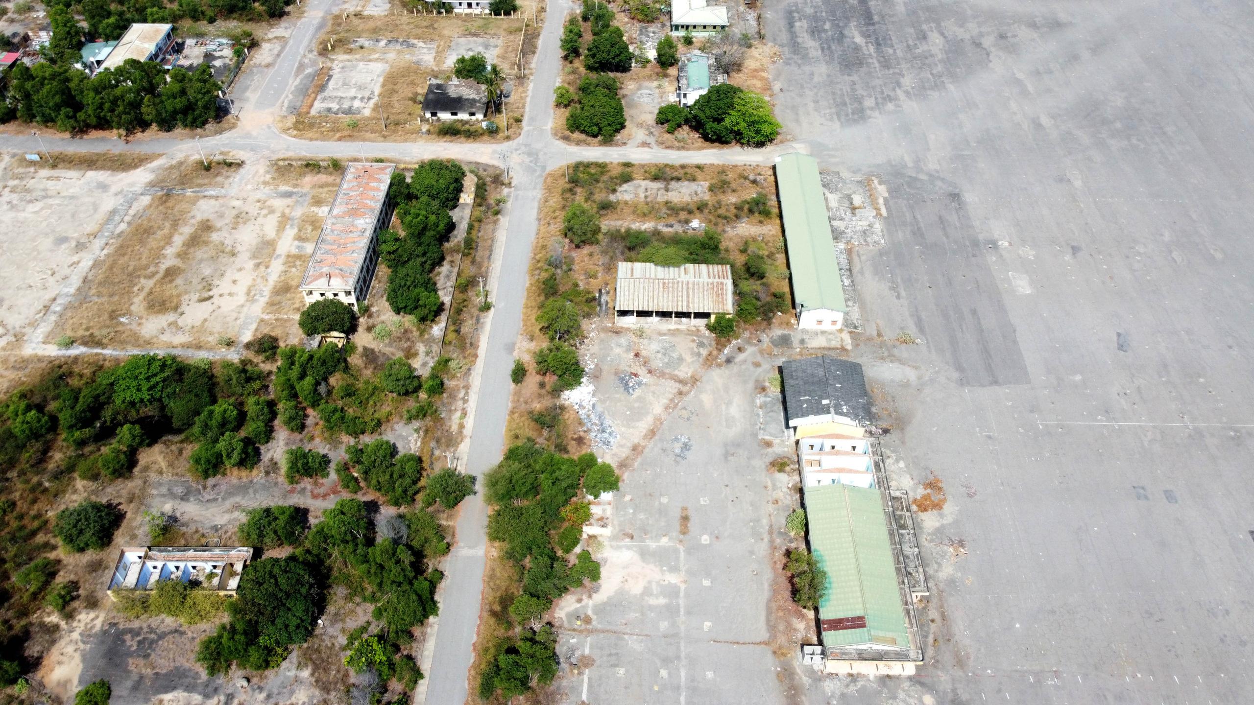 Cận cảnh khu đất sân bay Nha Trang cũ chuẩn bị đấu giá đất - Ảnh 4.