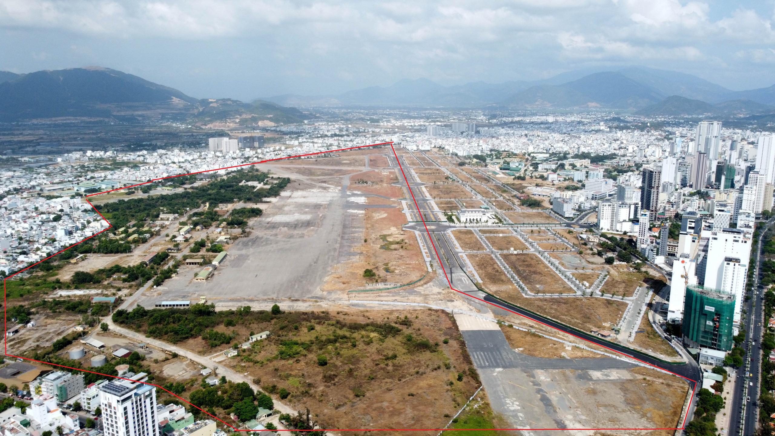 Cận cảnh khu đất sân bay Nha Trang cũ chuẩn bị đấu giá đất - Ảnh 1.