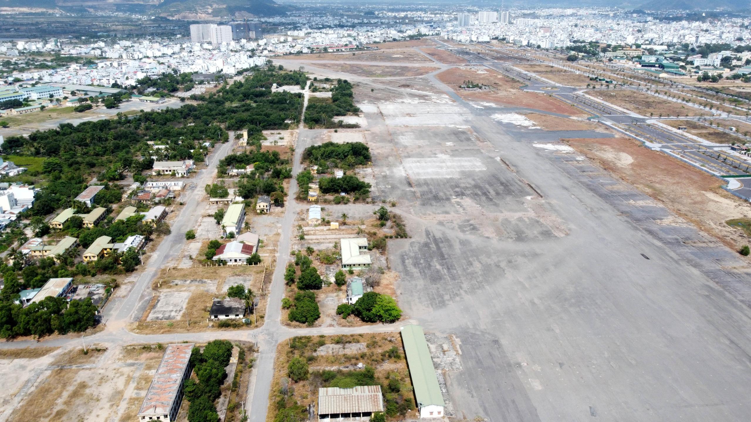Cận cảnh khu đất sân bay Nha Trang cũ chuẩn bị đấu giá đất - Ảnh 3.