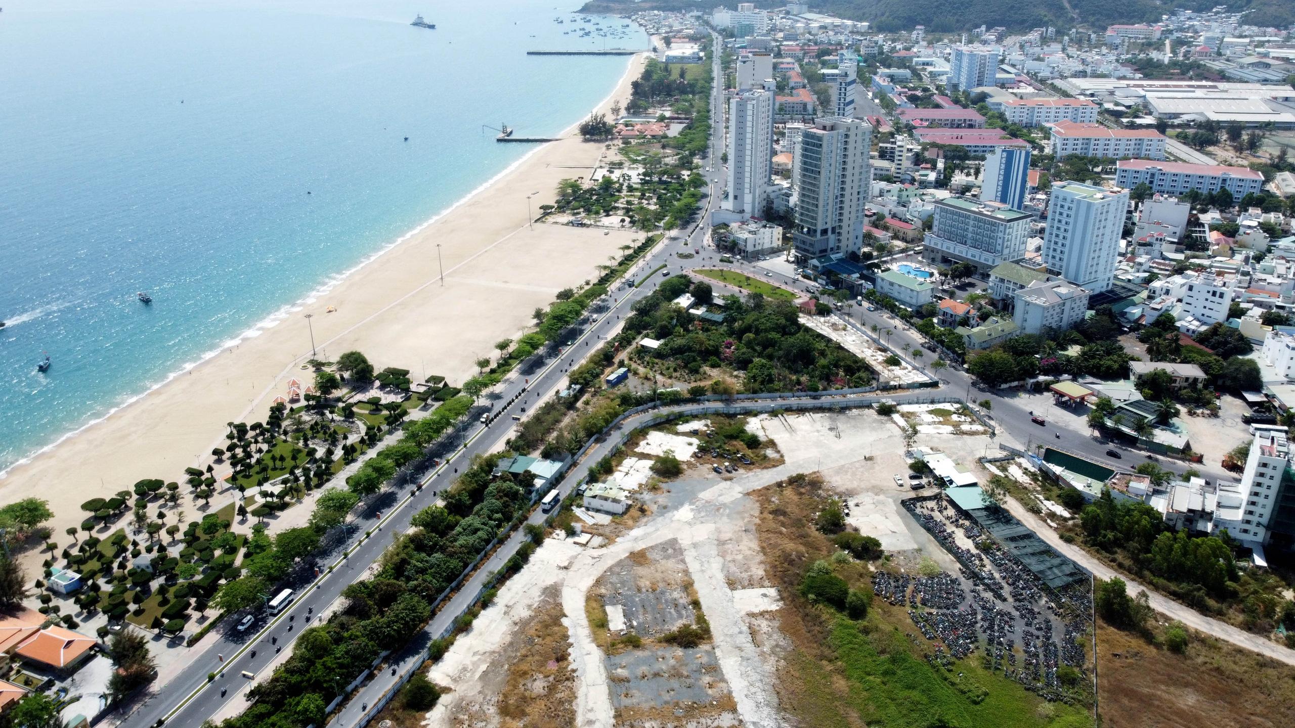 Cận cảnh khu đất sân bay Nha Trang cũ chuẩn bị đấu giá đất - Ảnh 12.