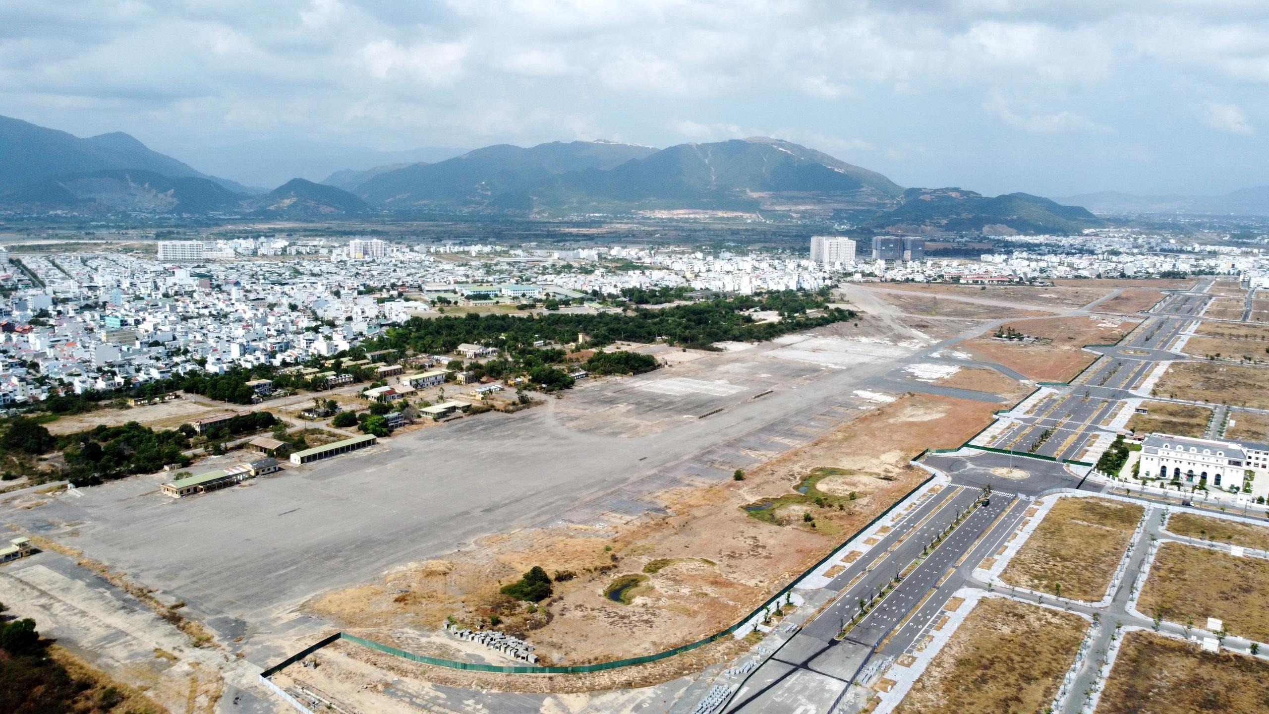 Cận cảnh khu đất sân bay Nha Trang cũ chuẩn bị đấu giá đất - Ảnh 13.