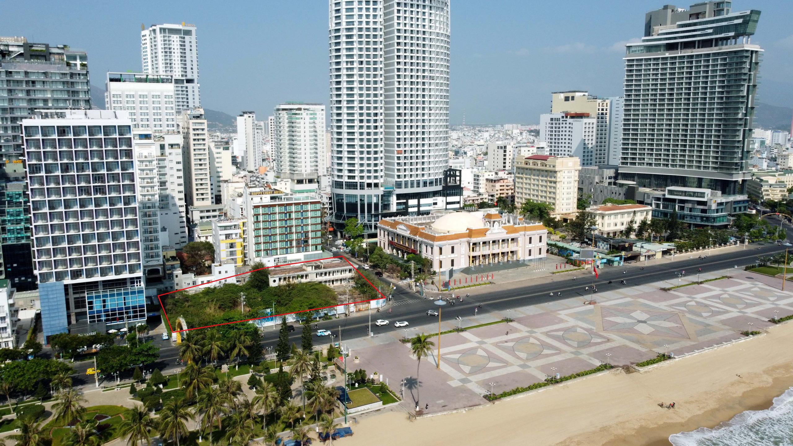 Hàng loạt dự án 'đất vàng' mặt tiền biển Nha Trang trở thành bãi hoang - Ảnh 2.